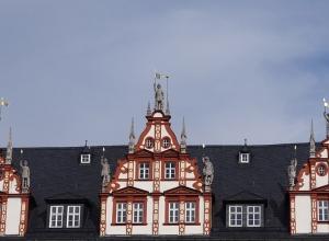 Stadthaus Giebel mit den Ritterfiguren