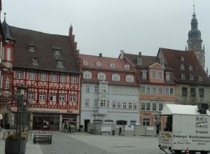 Marktplatz mit dem Verkaufsstand der berühmten Coburger Bratwurst